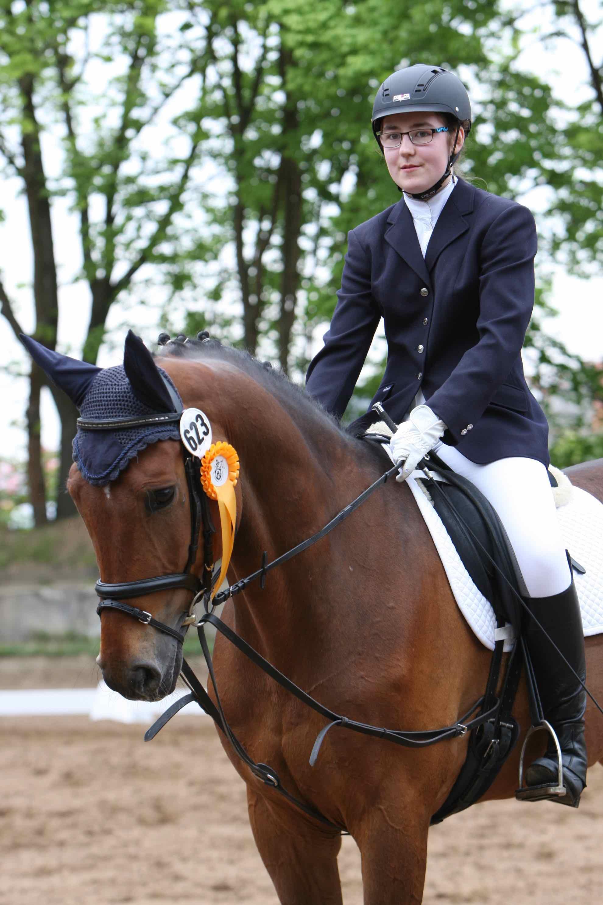 Prüfung 26 Dressurreiter Wettbewerb - 1. Platz - Emely Röschner auf Cabon - RFV Griesheim e.V.