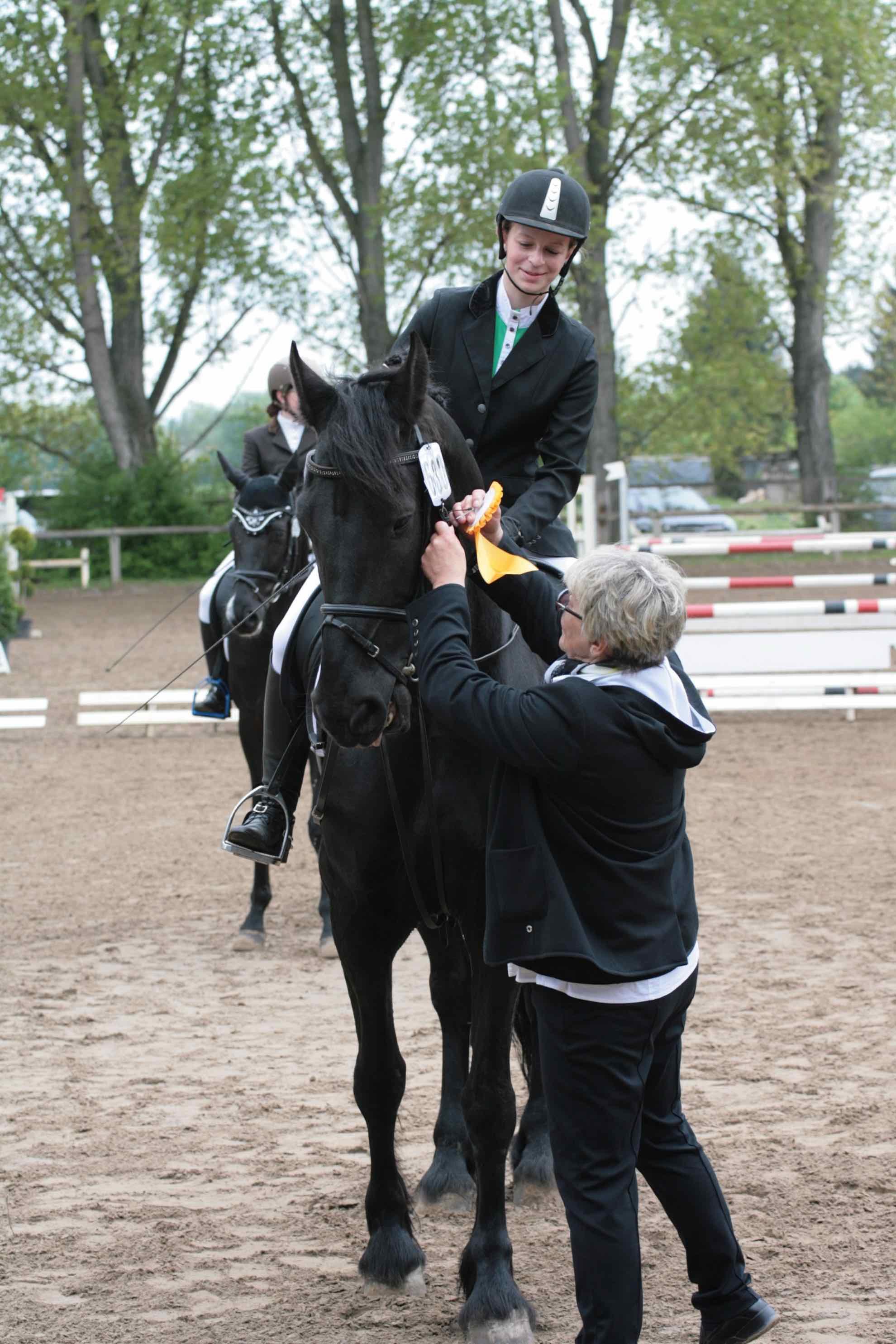 Prüfung 27 Reiterwettbewerb für Pferde - 1. Platz - Hannah McIntyre auf Rico - RSG Falkenhof Dornheim e.V.