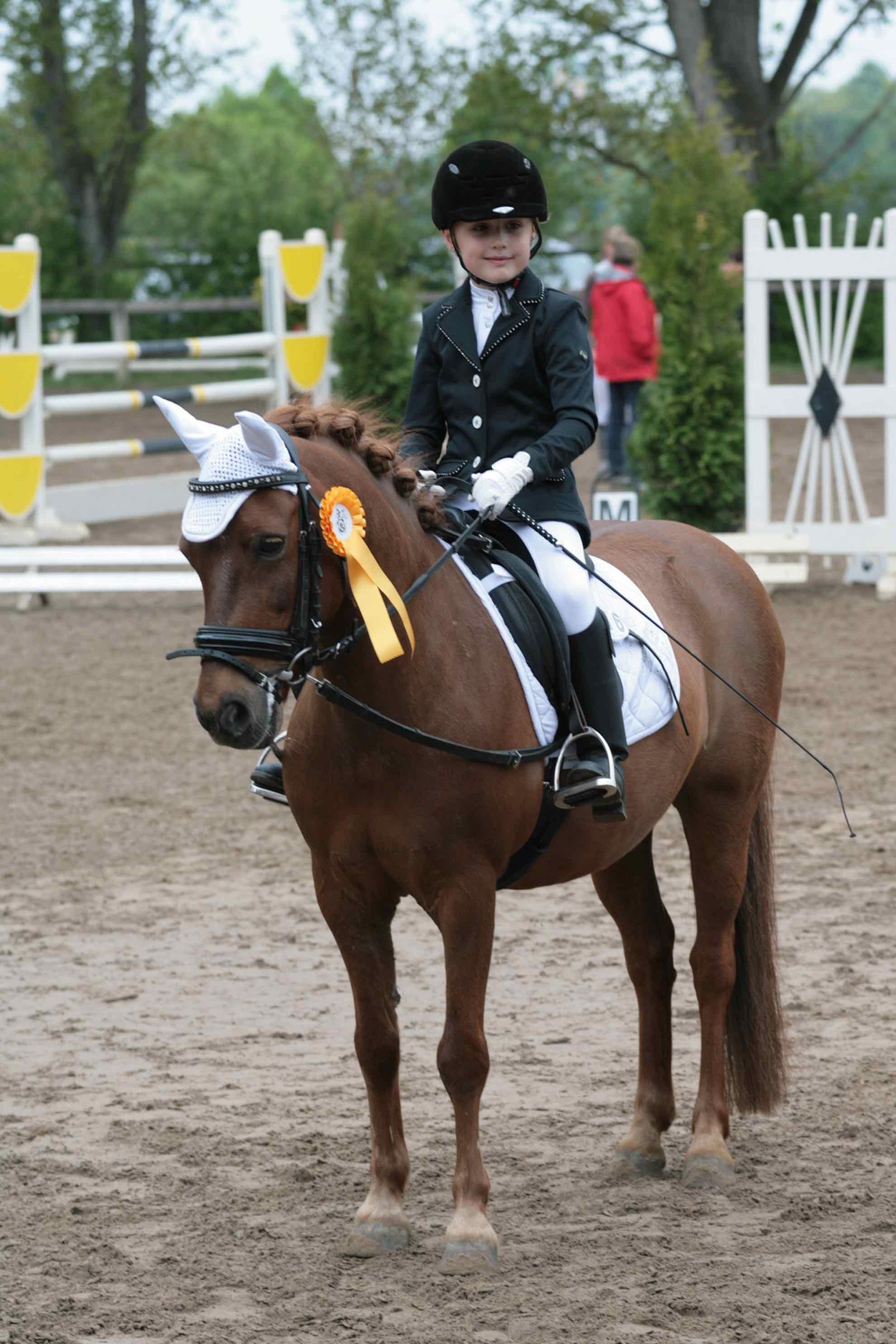 Prüfung 28/3 Reiterwettbewerb für Ponys - 1. Platz - Yara Nowka auf Zeus 77 - RFV Trebur e.V.