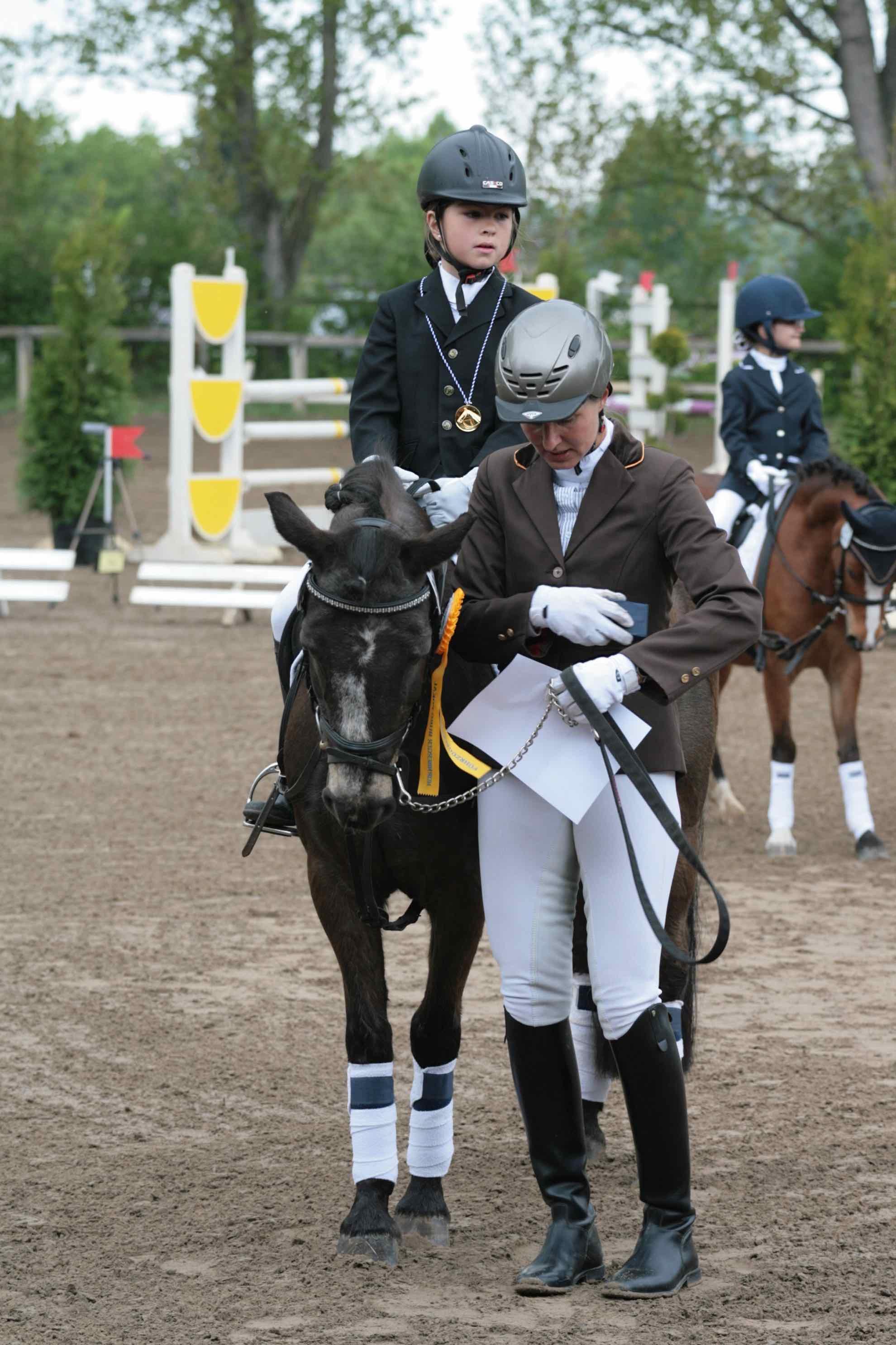 Prüfung 29/1 Führzügel Wettbewerb - 1. Platz - Johanna Bärwald auf Nino